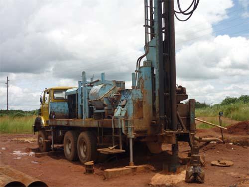 Γεωτρύπανο για γεωτρήσεις νερού μεγάλου βάθους